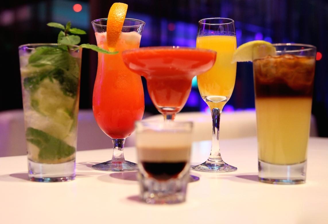 Картинки по запросу napoje alkoholowe kobiecie na urodziny
